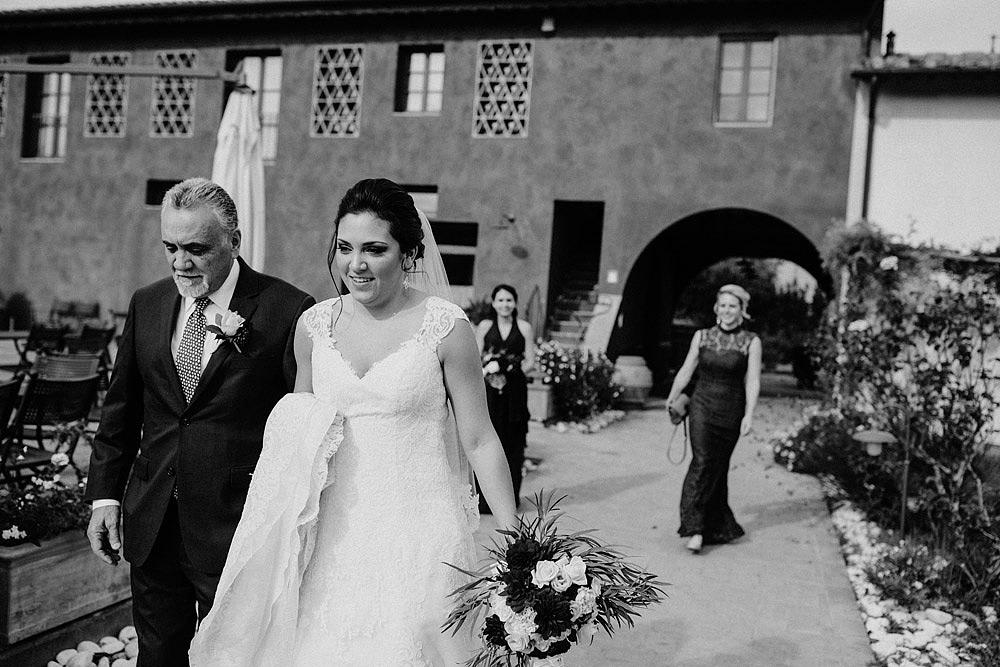 Matrimonio in Toscana ispirato alla natura con tocchi di rosso e bianco :: Luxury wedding photography - 18