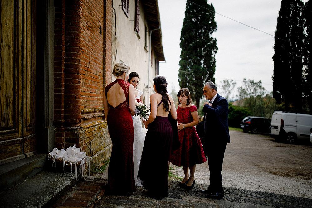Matrimonio in Toscana ispirato alla natura con tocchi di rosso e bianco :: Luxury wedding photography - 20