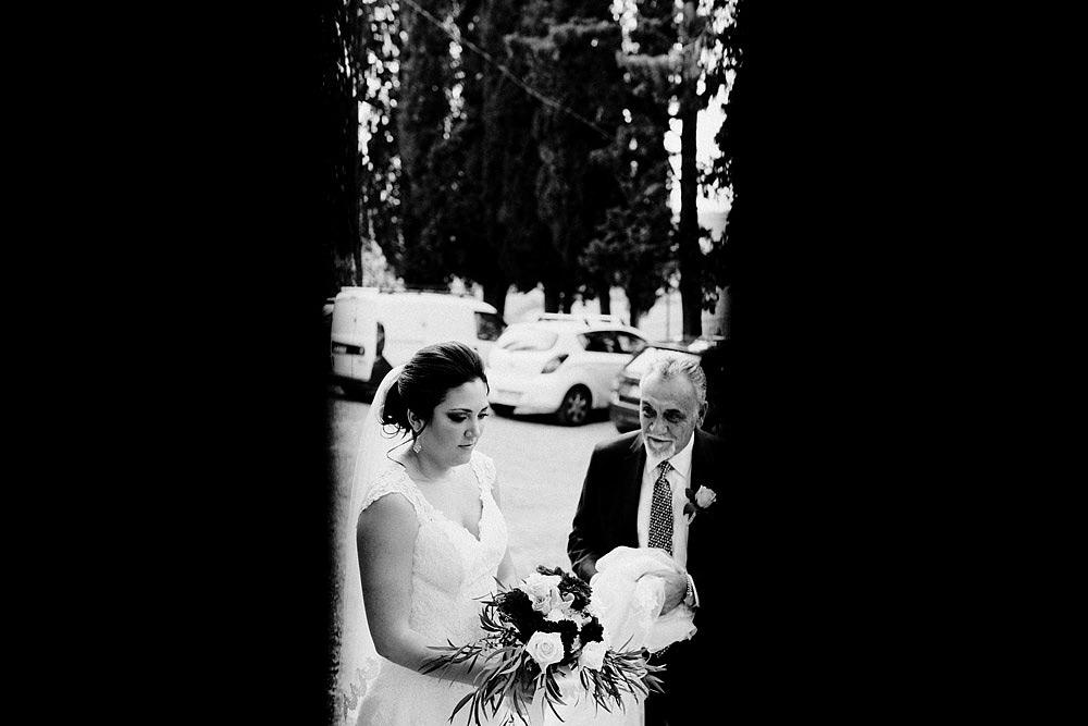 Matrimonio in Toscana ispirato alla natura con tocchi di rosso e bianco :: Luxury wedding photography - 21