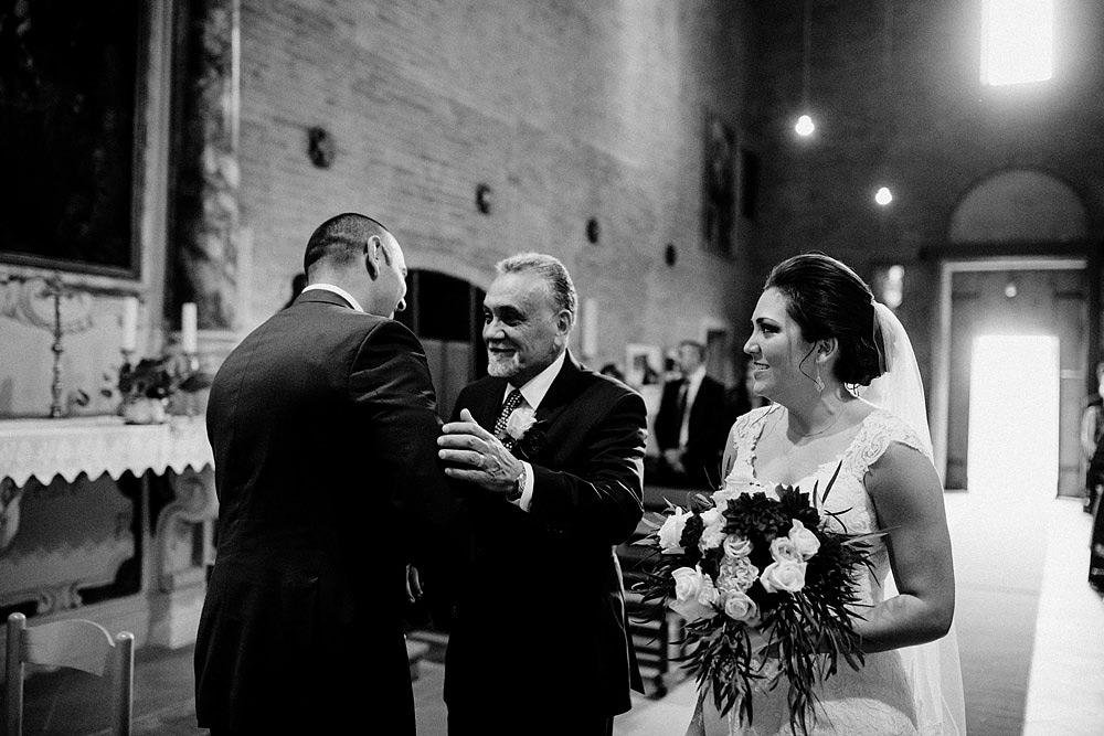 Matrimonio in Toscana ispirato alla natura con tocchi di rosso e bianco :: Luxury wedding photography - 22