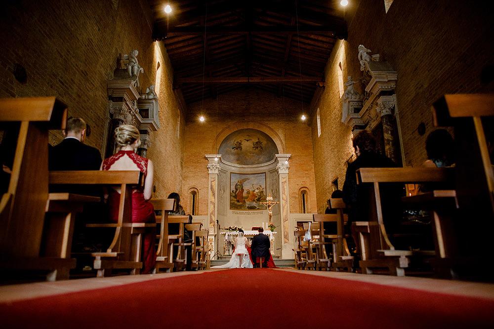 Matrimonio in Toscana ispirato alla natura con tocchi di rosso e bianco :: Luxury wedding photography - 23