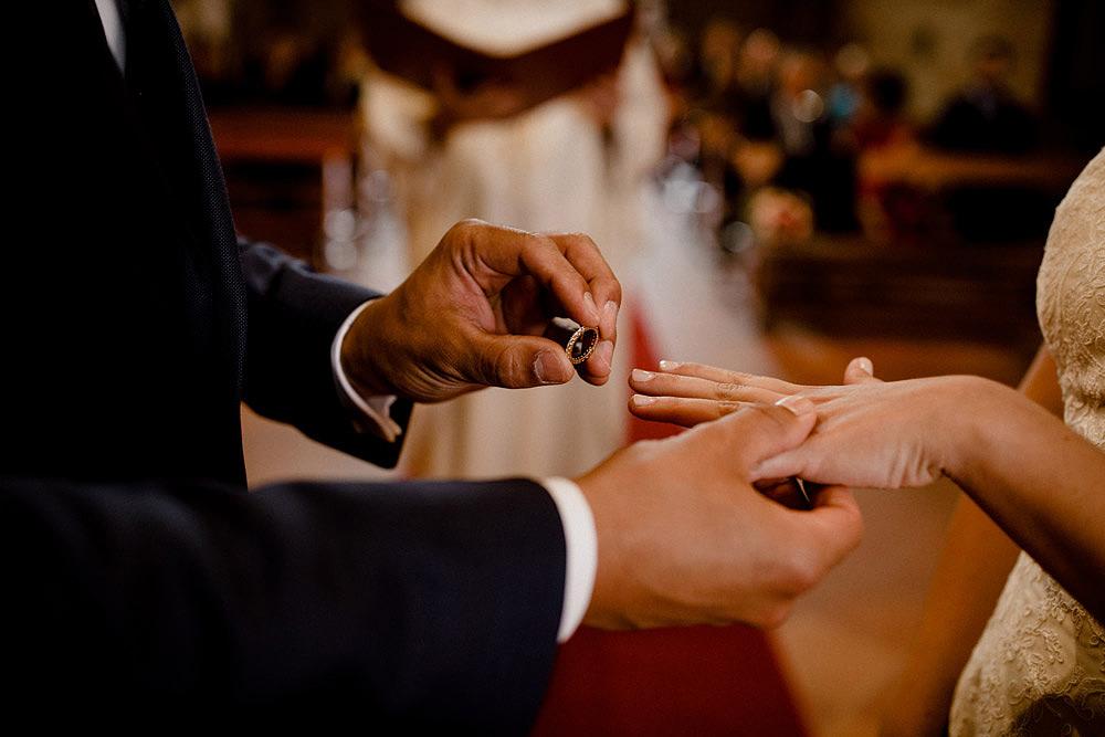 Matrimonio in Toscana ispirato alla natura con tocchi di rosso e bianco :: Luxury wedding photography - 25