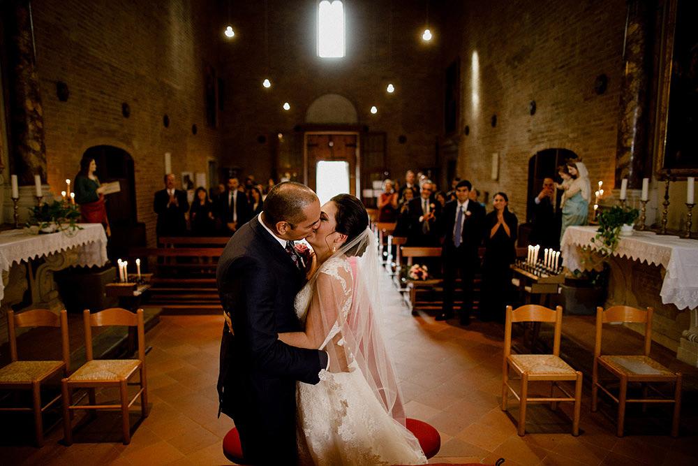 Matrimonio in Toscana ispirato alla natura con tocchi di rosso e bianco :: Luxury wedding photography - 26