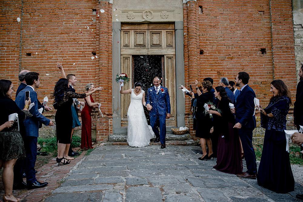 Matrimonio in Toscana ispirato alla natura con tocchi di rosso e bianco :: Luxury wedding photography - 27