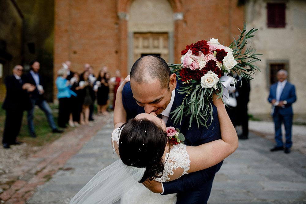 Matrimonio in Toscana ispirato alla natura con tocchi di rosso e bianco :: Luxury wedding photography - 28