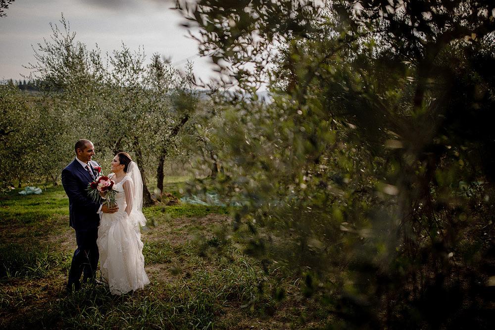 Matrimonio in Toscana ispirato alla natura con tocchi di rosso e bianco :: Luxury wedding photography - 29