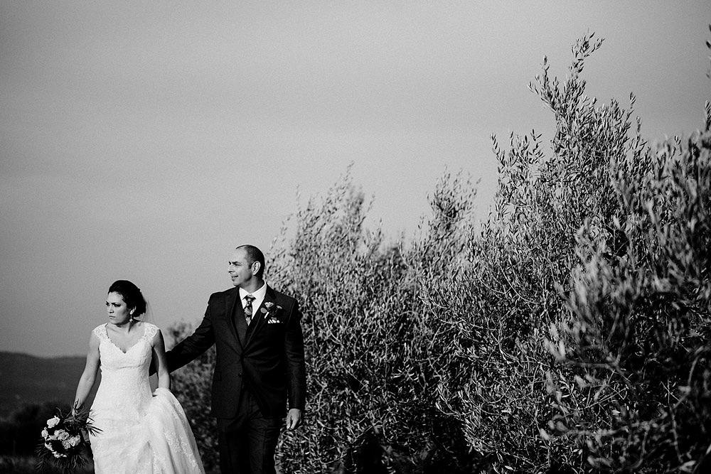 Matrimonio in Toscana ispirato alla natura con tocchi di rosso e bianco :: Luxury wedding photography - 35