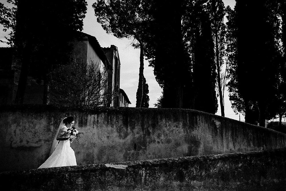 Matrimonio in Toscana ispirato alla natura con tocchi di rosso e bianco :: Luxury wedding photography - 37