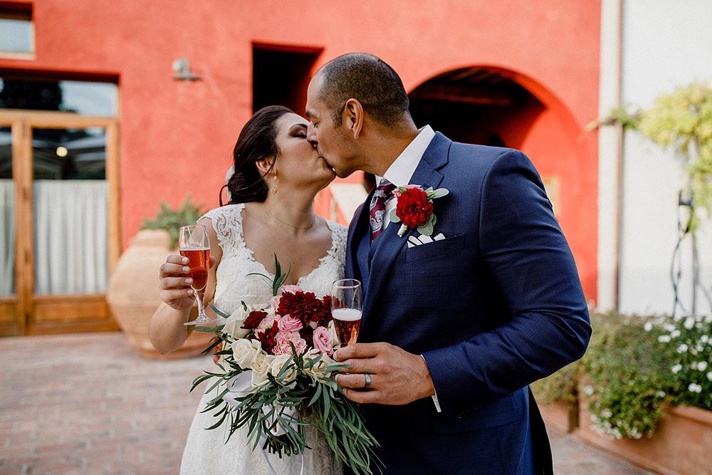 Matrimonio in Toscana ispirato alla natura con tocchi di rosso e bianco :: Luxury wedding photography - 41