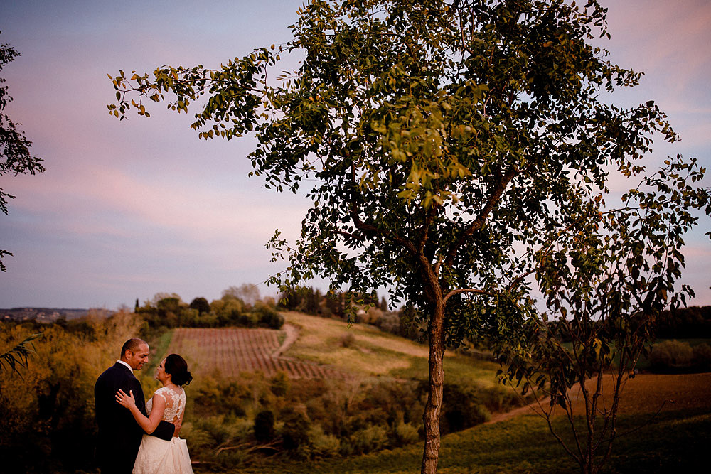 Matrimonio in Toscana ispirato alla natura con tocchi di rosso e bianco :: Luxury wedding photography - 42