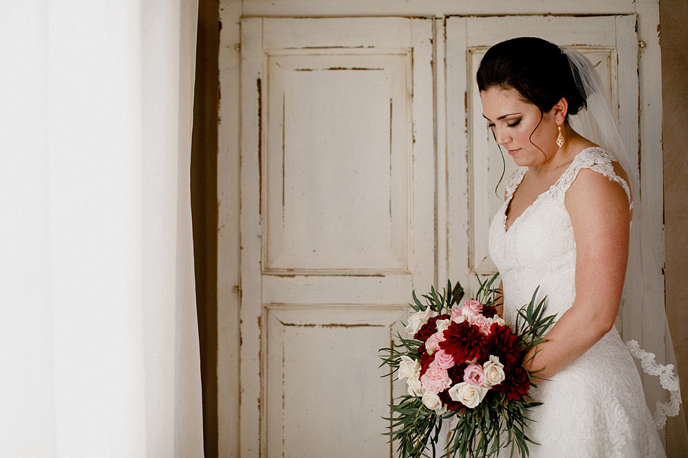 Wedding in Tuscany inspired by nature with touches of red and white :: Luxury wedding photography - 15
