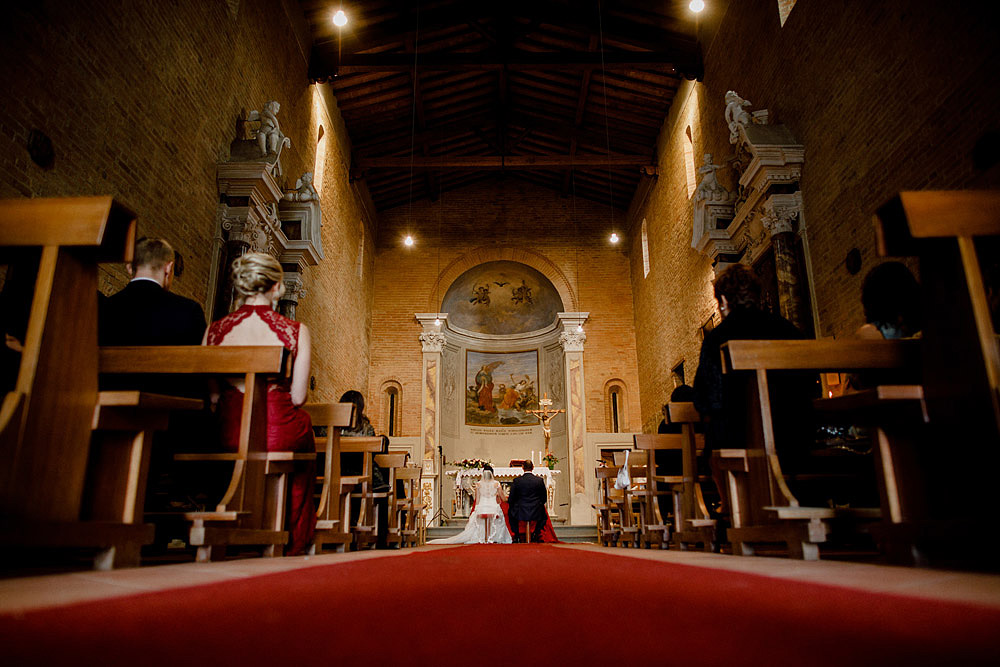 Wedding in Tuscany inspired by nature with touches of red and white :: Luxury wedding photography - 23