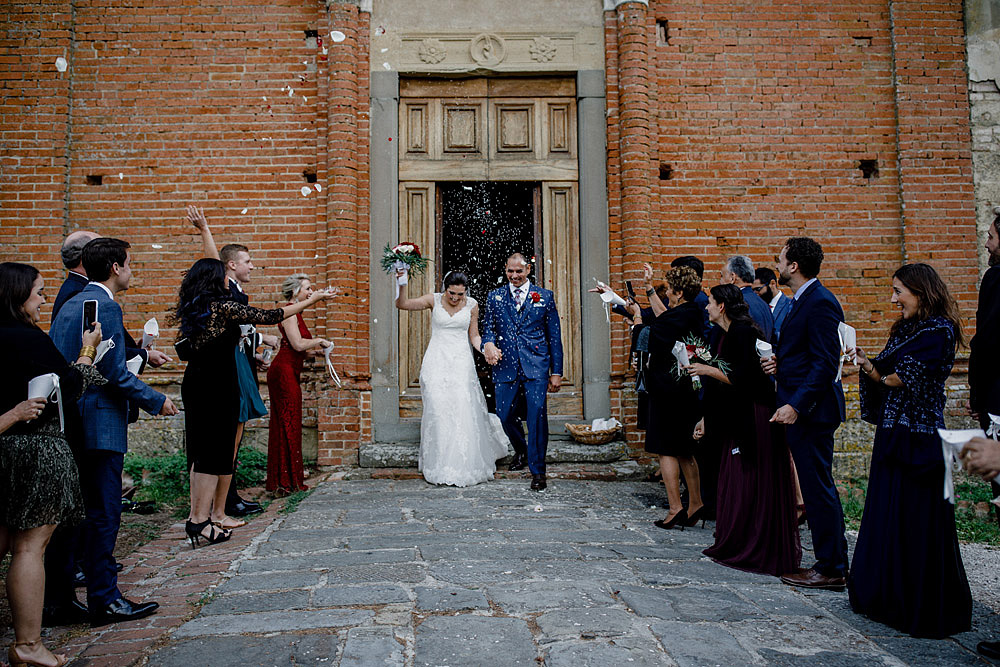 Wedding in Tuscany inspired by nature with touches of red and white :: Luxury wedding photography - 27