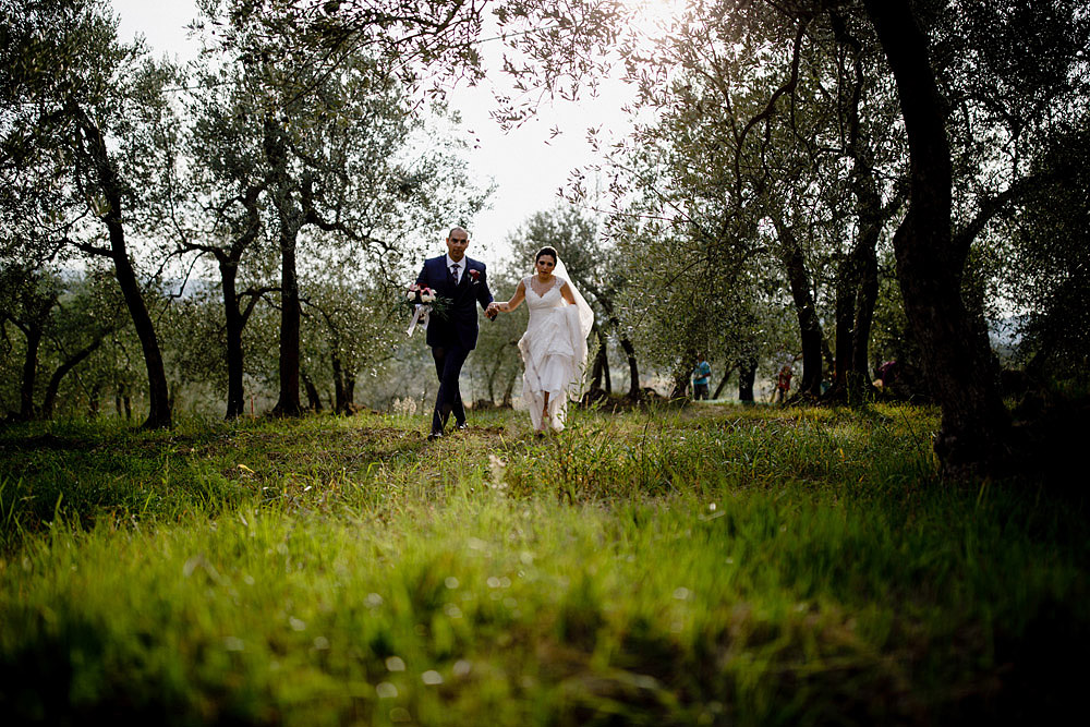 Wedding in Tuscany inspired by nature with touches of red and white :: Luxury wedding photography - 32