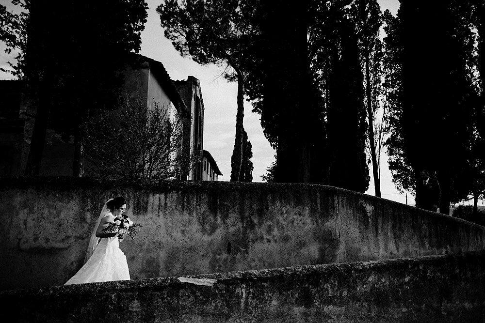 Wedding in Tuscany inspired by nature with touches of red and white :: Luxury wedding photography - 37