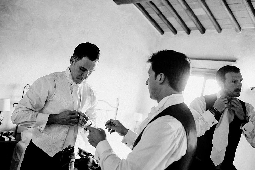 Matrimonio nel Chianti nell'incantevole atmosfera del Castello di Meleto :: Luxury wedding photography - 10