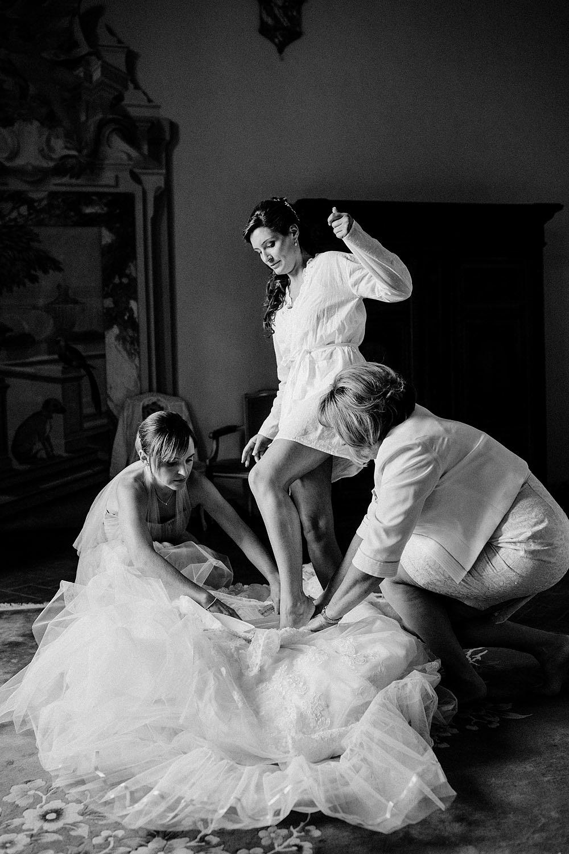Matrimonio nel Chianti nell'incantevole atmosfera del Castello di Meleto :: Luxury wedding photography - 11